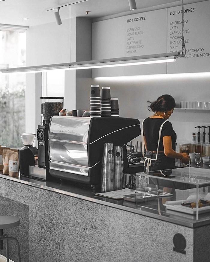 ยกระดับเคานเตอร์สไตล์ใหม่ด้วยการติดตั้งแทรนดาร์ เฮร่าดีไซน์บริเวณเคานเตอร์ชงกาแฟ